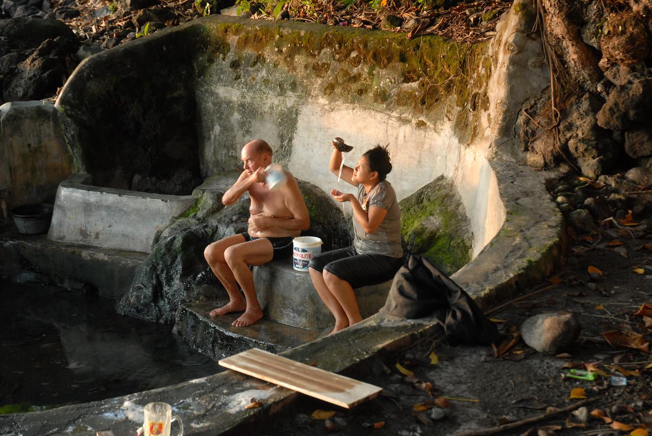 2009-10-28 (04) Heiße Quelle auf Siau 008