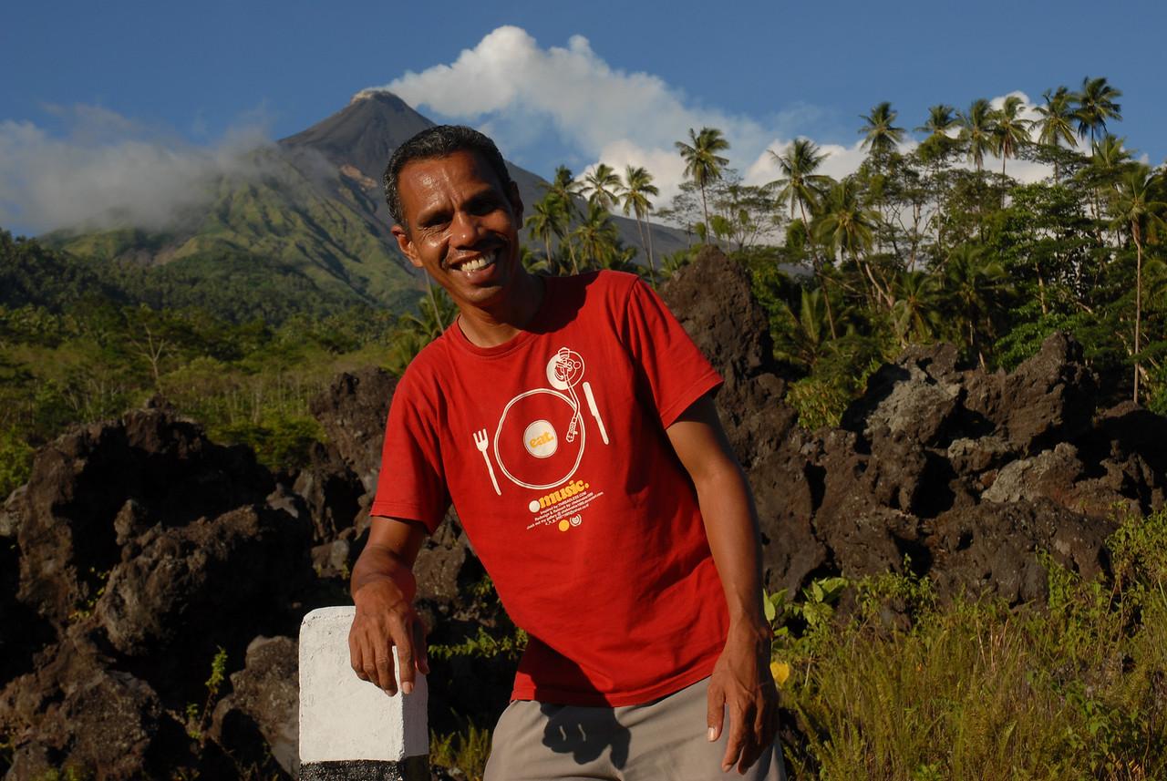 2009-10-28 (03) Vulkan auf Siau 006 Hasrun