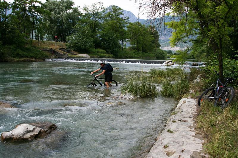 Syklet oss bort. Kun en kilometer nord for Lago Di Garda.