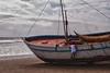 Eén van de meest moderne vissersboten op het strand van Pimentel.<br /> Om de drie maanden moet er verse laag verf aangebracht orden om verrotting te voorkomen. <br /> Achter het bootje zie je de lange zeepier (150 M) waar in een ver verleden ooit nog regelmatig een stoomtrein op reed. <br /> <br /> Strand - Pimentel - Chiclayo - Lambayeque - Peru