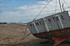 Vissersboot op het strand van Pimentel, een eeuw geleden één van de meest befaamde stranden van noord Peru en tegenwoordig nog steeds druk bezocht door Chiclayanos tijdens de Peruviaanse zomermaanden (December - Maart). <br /> <br /> Strand - Pimentel - Chiclayo - Lambayeque - Peru