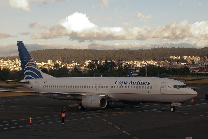 Eindelijk in Zuid-Amerika, het is bijna elf maanden geleden dat we hier nog geweest zijn en eigenlijk een stuk langer dan wanneer we twee keer per jaar naar Peru reizen.<br /> <br /> Aeropuerto Mariscal Sucre - Quito - Ecuador