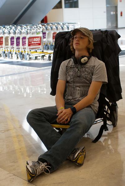In Madrid Barajas wachtend op de bagage, alvast een leukere luchthaven dan onze 'nationale trots'.