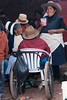 Net aangekomen in Tiobamba en meteen al mensen aan het feest.<br /> Deze jonge deernes genieten van een potje chicha, een geestrijk drankje gemaakt van gegist maïs. <br /> Op de foto zie je ook dat Car Tuning niet enkel een zaak is van de moderne wereld, hier worden zelfs rolstoelen getuned.