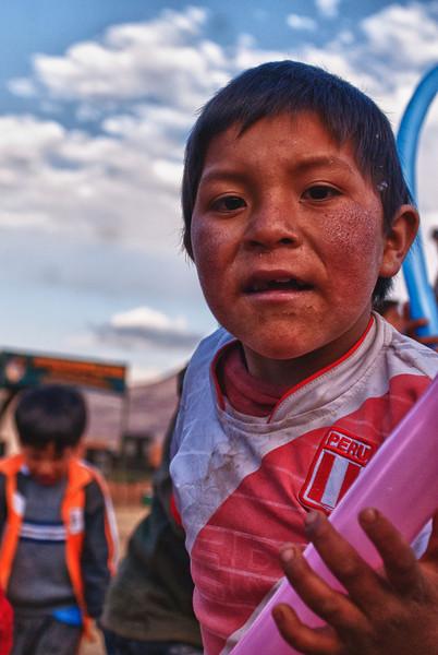 Die arme stakker heeft alvast een paar dagen geen water van nabij meer gezien of dat lijkt toch zo.<br /> Ongelooflijk hoe de arme bevolking trots is Peruviaan te zijn.