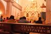 De sponsor van deze zitbank heeft duidelijk wat dieper in de geldbeugel moeten tasten om dit meubel te sponsoren.<br /> Er lopen constant gelovigen op en aan om even spiritueel contact te zoeken met goddelijke wezens, de inquisitie is duidelijk geslaagd.