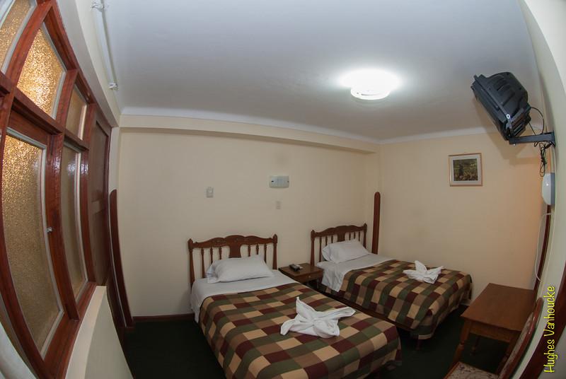 Ander zicht van één van de kamers voor twee personen, alle kamers zijn voorzien van badkamer met warm water 24/23, draadloos Internet en kabel-TV.