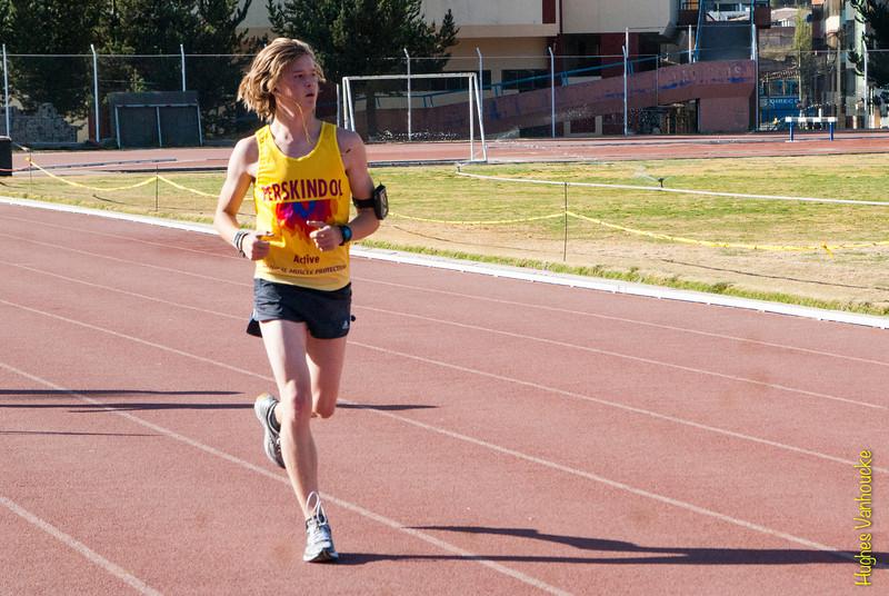 Hoogtestage of hoe je het ook mag noemen. Cusco ligt op 3.400 M boven de zeespiegel en is dus ideaal als hoogtetraining waar de luchtdruk een stuk lager is dan op zeeniveau. Er bestaat geen enkel bewijs dat trainen op grote hoogte positief is voor atleten, sommige bronnen beweren zelfs dat het nefast is voor atleten van een bepaald niveau omdat de trainingsintensiteit lager ligt maar anderzijds kan het een aangenaam tussendoortje zijn voor de atleet die jaar in jaar uit traint.