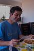 Net uit de veren en meteen aan tafel voor het middagmaal, het was gisteren een late om de reünie te vieren.<br /> Sra. Rosalvina, de moeder van mijn maten Chemo, Erick & Anabelly, heeft ons uitgenodigd om adobo te komen eten, een gerecht dat hoofdzakelijk op zondag geserveerd wordt omdat het naar verluid katers zou verhelpen.