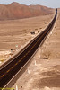 Twintig jaar geleden was deze weg nog een regelrechte ramp maar toenmalig president/dictator Alberto Fujimori verrichte twee merkwaardige werken: tot in de kleinste dorpjes scholen bouwen en het wegennet renoveren en verbeteren.<br /> Deze weg loopt van het verre noorden van Alaska tot het zuiden van Chili gekend onder de naam Vuurland.<br /> De weg wordt hier en daar onderbroken maar in Peru kun je dezelfde weg volgen van de grens met Ecuador tot aan de grens met Chili over een afstand van 2.250 km en eigenlijk kun je deze weg nemen vanaf het noorden van Colombia tot het zuiden van Chili over de ganse lengte van Zuid-Amerika. <br /> <br /> Pampa de Nazca - Panamericana Sur - Ica - Peru<br /> Zondag 12 augustus '12