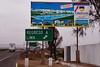 De eerste 120 km voorbij Lima kom je voorbij badsteden in alle prijsklassen die enkel bestemd zijn voor de middenklasse en de elite. <br /> Jan Modaal in Peru heeft het geld niet om naar een badstad te gaan of zich een appartement te kopen zoals afgebeeld op dit uithangbord richting Asia, zonder twijfel de duurste badstad van Peru waarbij Knokke Le Zoute zou moeten blozen.<br /> <br /> Asia - Panamericana Sur - Lima - Peru<br /> Zondag 12 augustus '12
