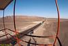 De uitkijktoren van 13 M hoog die een blik geeft op drie twee van de Nazca-lijnen die bijna honderd jaar geleden ontdekt werden door een plaatselijke archeoloog. <br /> Dit is de goedkoopste manier om de lijnen te zien, de andere mogelijkheid is een vlucht over de lijnen maar de laatste jaren zijn er reeds een aantal fatale ongevallen gebeurd met kleine vliegtuigjes waardoor vluchten af en toe voor een tijdje verboden zijn. <br /> <br /> Pampa de Nazca - Panamericana Sur - Ica - Peru<br /> Zondag 12 augustus '12