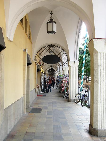 Winkelgalerij in de Rathausstrasse.<br /> De Rathausstraße is een straat in het Berlijnse district Mitte.<br /> Onder de naam Königsstraße was de straat één van de oudste <br /> winkelstraten van het oude Berlijn.