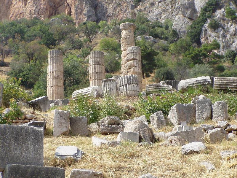 MvD-20020819-69-P8190024-Delphi-Heiligdom van Apollo