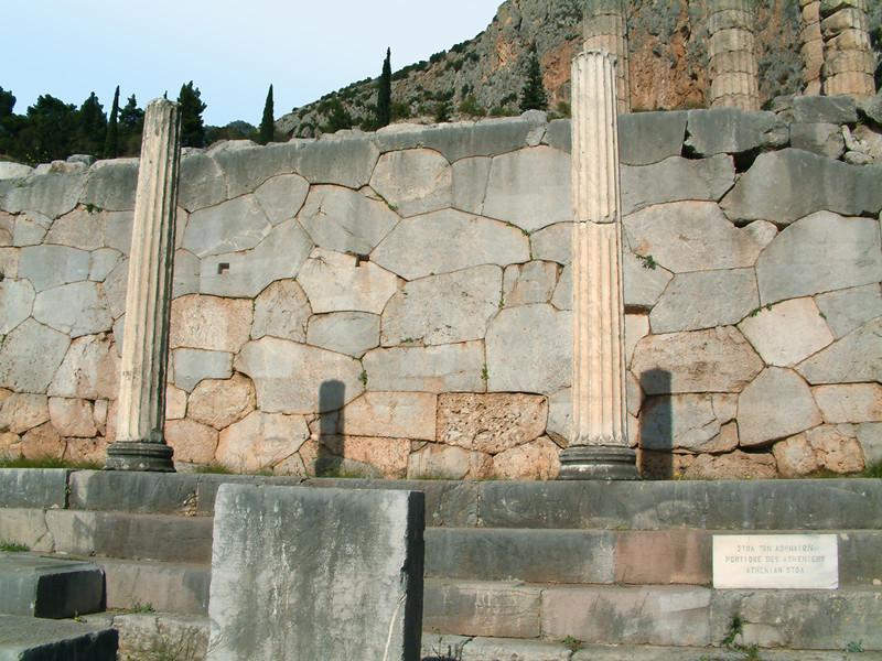 MvD-20020819-59-Delphi-Stoa van Atheners en Polygonale Muur