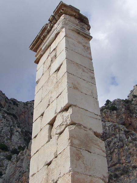 MvD-20020819-66-P8190036-Delphi-Prousias II zuil