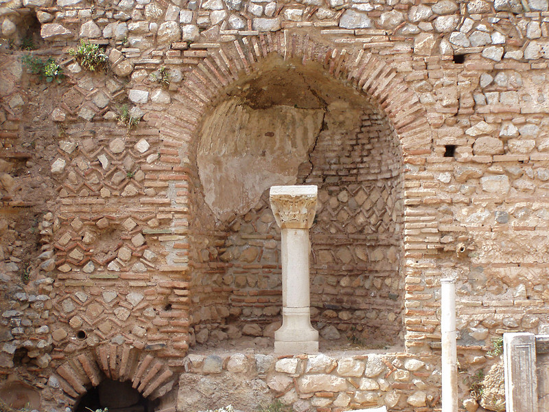 MvD-20020819-45-P8190020-Delphi-Romeinse Agora