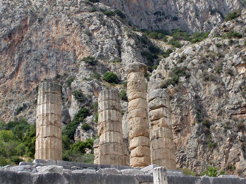 MvD-20020819-70-P8190030-Delphi-Heiligdom van Apollo