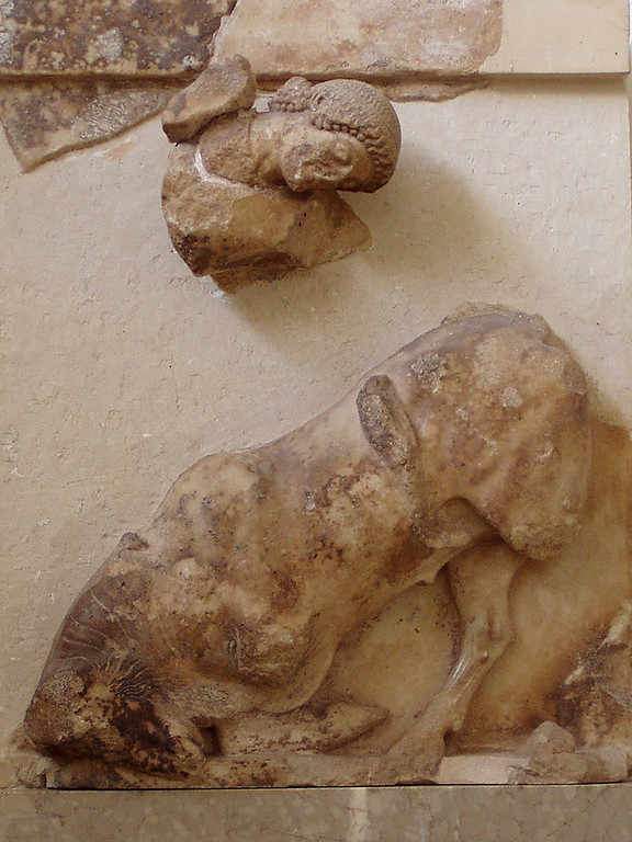 MvD-20020819-15-P8190248-Delphi-Metope- Theseus en de stier