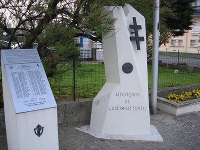"""monument """"La Combattante"""" in Courseulles-sur-mer"""