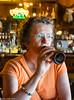 På saloon udleveres naturligvis ikke glas...