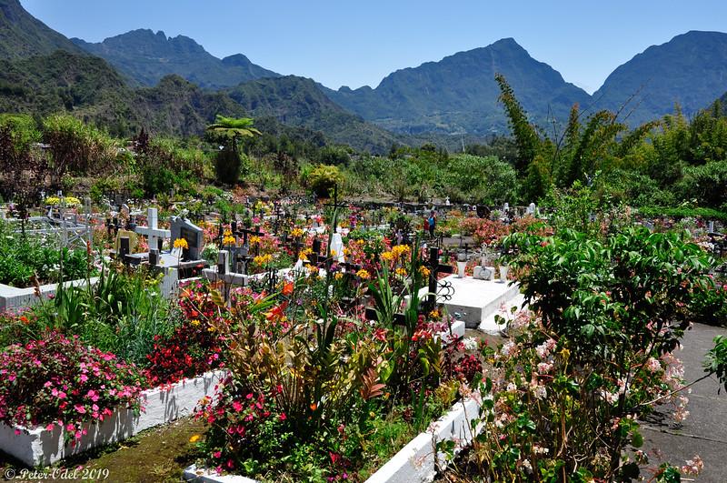 Hell-Bourg: kirkegården