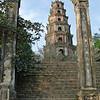 vi besøgte flere af kejserne i Hués mausoleer