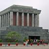 Hanoi... - Ho Chi Minh's mausoleum. Hvem sagde Lenin?