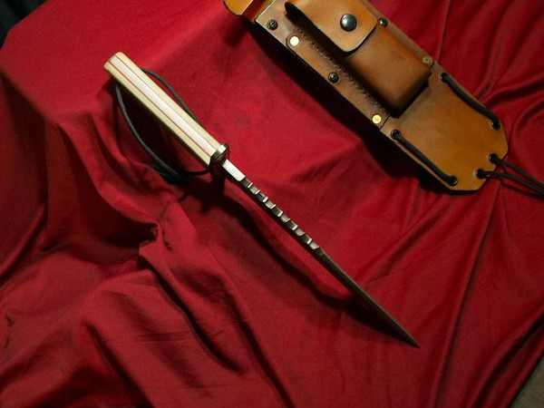 Relentless Knives Rattle Snake Bowie