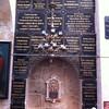 Мраморные мемориальные доски  с именами благотворителей храма