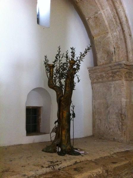 Макет оливкового дерева в комнате Тайной Вечери