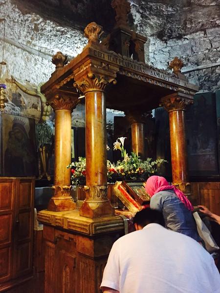 Кивот где обычно хранится Иерусалимская Гефсиманская икона Божьей Матери (отсутствовала на момент посещения храма)