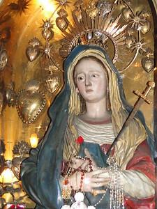 Статуя Скорбящей Божьей Матери.