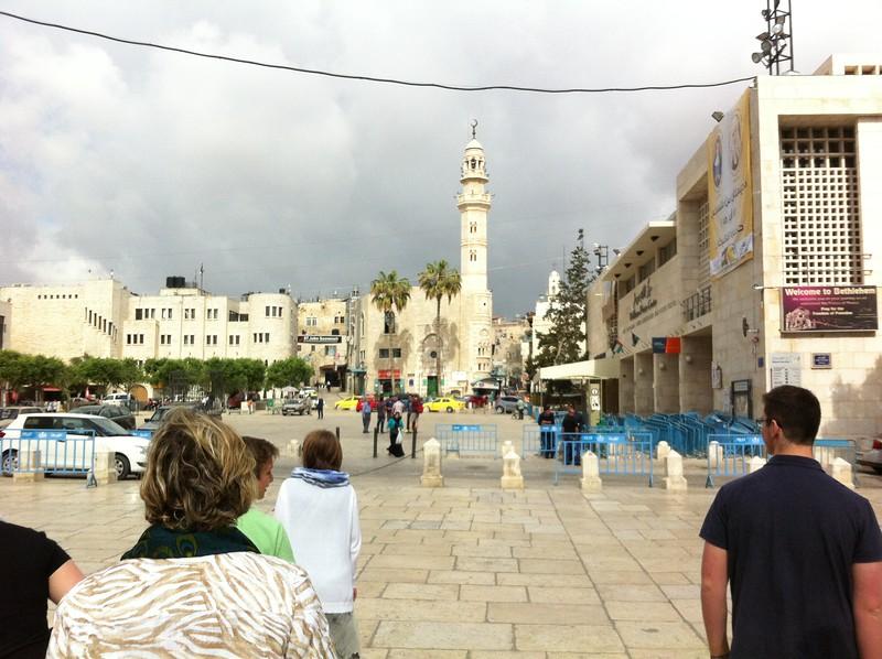 Площадь перед храмам Рождества