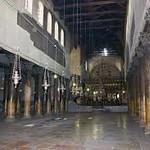 44 колонны базилики Рождества (в четыре ряда, высота колонн 6 метров)