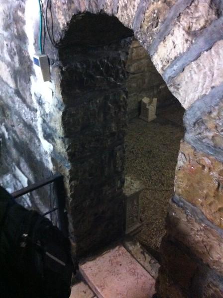 Вход в пещеру где располагался дом свв. Иоакима и Анны