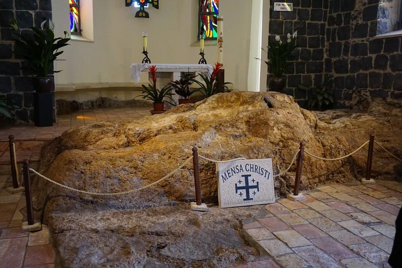 Камень, на котором состоялась трапеза Апостолов со Спасителем после Его Воскресения