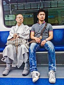 2011-06-02_Seoul_Subway_Monk-and-Dude-0911