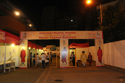 Entrance to the venue.  Chinmaya Mission Mumbai's Maha Jnana Yajna and 108 Samashti Havan.   Chant Mumbai. Shaant Mumbai. Thousands of Mumbaikars came together on Sunday, 15th Feb 2009 to jointly chant 'Hanuman Chalisa', at a congregation called 'Chant Mumbai Shaant Mumbai'. The congregation was organised by Chinmaya Mission at Andheri Sports Complex for the peace and prosperity for the city of Mumbai.