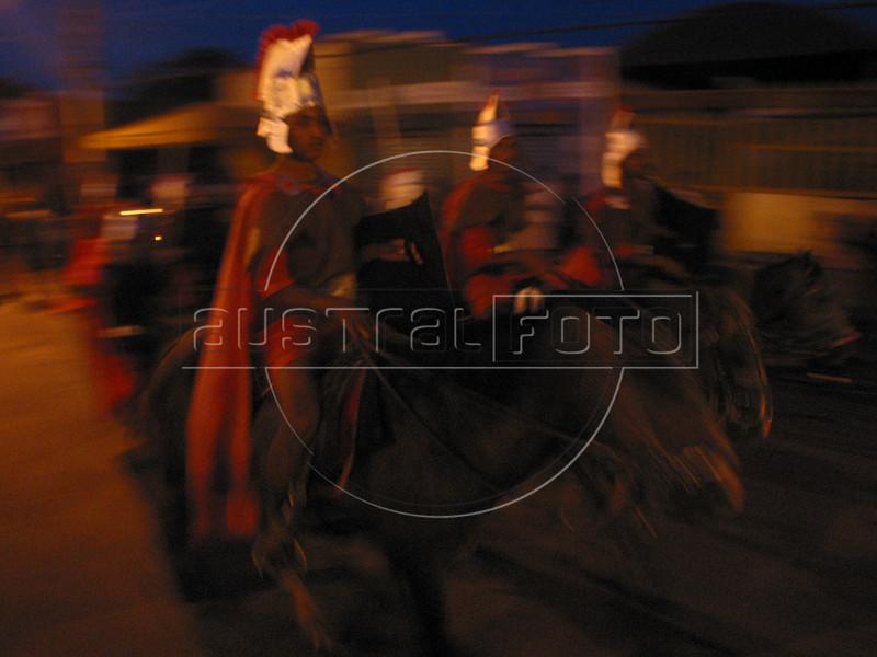 Brasil: Muchachos vestido de soldado romano participa en una via crusis para el viernes santo en el pueblo amazonense de arari en el estado brasileno de maranhao. / Brazil: Boys dressed as a Roman soldier  participates in a passion play to mark Good Friday in the Amazonian town of Arari in the state of Maranhao. / Brasilien: <br /> <br /> © Douglas Engle/LATINPHOTO.org<br /> NO ARCHIVO-NO ARCHIVE-ARCHIVIERUNG VERBOTEN!
