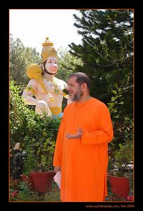 Swami Tejomayanandaji in front of Hanuman Statute at Tapovan Ashram, Siddhbari, HP, India