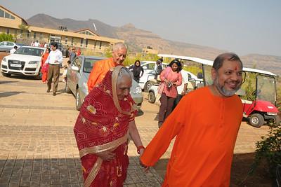 Guruji Swami Tejomayanandaji leading Shrimati Sarala Birla. Shri Basant Kumar Birla, Kumar Mangalam Birla and other family members to Chinmaya Vibhooti, Kolwan, Maharashtra, India.
