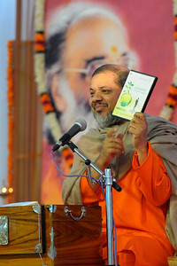 "Guruji releasing a DVD ""Ecology - The modern confusion"" - Talk by Gurudev Swami Chinmayanandaji.  Chinmaya Mission's 25th AICHYK (All India CHYK) Conference, 16th to 18th January 2009 at Chinmaya Vibhooti, Kolwan, Maharashtra, India."