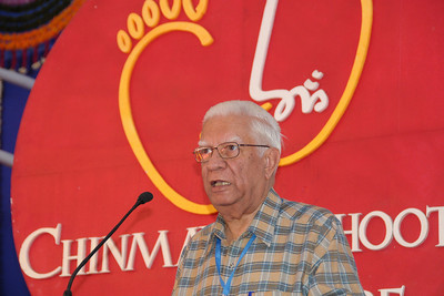 H. K. Hinduja giving welcome address to Chinmaya Mission's International Camp, Dec 26th to Jan 1st, 2009 held at Chinmaya Vibhooti, Kolwan, Maharashtra, India.