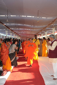 Guruji and other aacharya's being welcomed to Chinmaya Mission's International Camp, Dec 26th to Jan 1st, 2009 held at Chinmaya Vibhooti, Kolwan, Maharashtra, India.