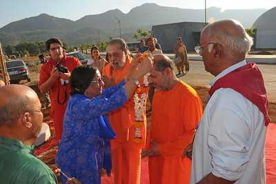 Guruji - Swami Tejoymayanandaji and Swami Purushottamanandaji being welcomed to the Yagna Shala at Chinmaya Mission's International Camp, Dec 26th to Jan 1st, 2009 held at Chinmaya Vibhooti, Kolwan, Maharashtra, India.