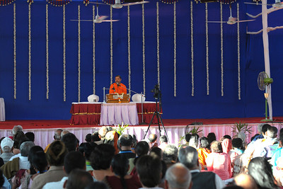 Guruji - Swami Tejomayanandaji giving a talk on Chapter 10 of the Gita and specifically on the Lord's Vibhooti at Chinmaya Mission's International Camp, Dec 26th to Jan 1st, 2009 held at Chinmaya Vibhooti, Kolwan, Maharashtra, India.