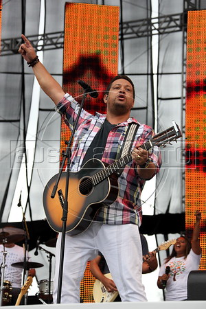 "Brazilian gospel musician Fernandinho performs for thousands a what was billed as a ""mega gospel event"" music show in downtown Rio de Janeiro, Saturday, Dec. 10, 2011. Brazilian media giant Globo, long considered Catholic-leaning, usually ignored evangelical events and news but finally seems to have embraced the nation's rapidly expanding evangelical movement. Globo outwardly promoted, televised, recorded and even handled the credential processing for the event, which drew some 50,000 people. (Austalfoto/Douglas Engle)"