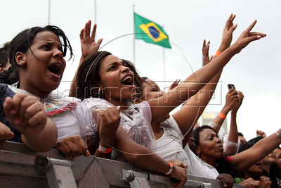 "Thousands attend what was billed as a ""mega gospel event"" music show in downtown Rio de Janeiro, Saturday, Dec. 10, 2011. Brazilian media giant Globo, long considered Catholic-leaning, usually ignored evangelical events and news but finally seems to have embraced the nation's rapidly expanding evangelical movement. Globo outwardly promoted, televised, recorded and even handled the credential processing for the event, which drew some 50,000 people. (Austalfoto/Douglas Engle)"