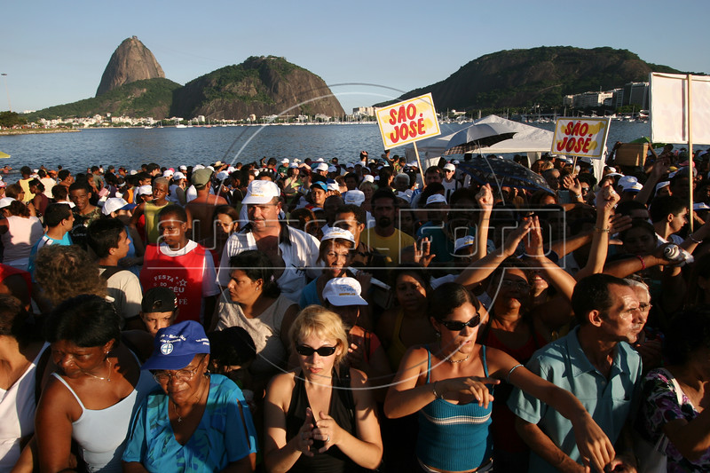"""Thousands attend an evangelical show on the Botafogo beach in Rio de Janeiro, Brazil, Feb. 4, 2006. Police said 300,000 people attended the service, called """"Show of Faith"""" presented by Evangelical superstar missionary R. R. Soares. While Brazil, with 178 million people, is the world's largest Catholic country, Evangelical Protestants have made significant gains.  According to government figures, the percentage of Catholics fell from 84 percent in 1991 to 74 percent in 2000, while Evangelicals increased from 9 percent to 15 percent during the same period. Some predictions show evangelicals as half the population by 2050. The country's dire poverty explains part of the shift, with Brazil's tens of millions of poor looking for help to ease their misery after 500 years of Roman Catholic domination in the country. Another part of the evangelical appeal is theatrical, which plays well in Brazil.  Soares, who leads International Church of the Grace of God, has become the most the man who appears most on Brazilian television with some 100 hours per week on four free channels. (Australfoto/Douglas Engle)"""